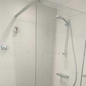 Dusch och varmvattenblandare